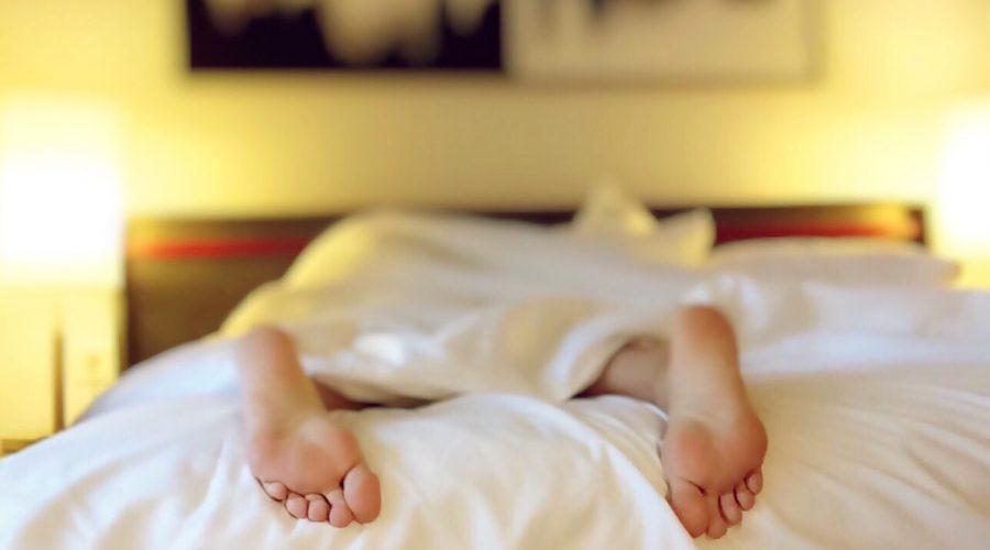 Cambios posturales y problemas de sueño tras un daño cerebral